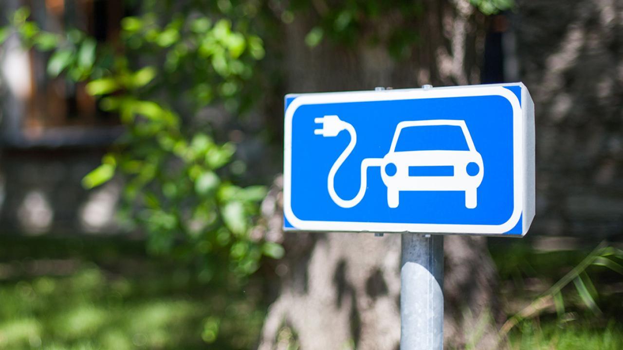 Contributi alle PMI per la realizzazione di nuove infrastrutture per la ricarica elettrica di veicoli sul territorio lombardo.